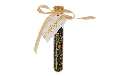 A thank you gift for guests – a bottle with a card, cork and tea (1)